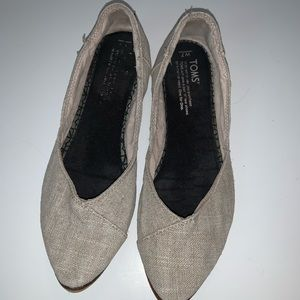 Toms Pointy Toe Taupe Jetti flats sz 7